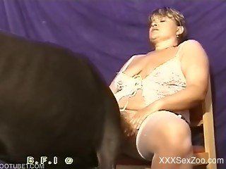 White stockings chick gets licked by a black dog